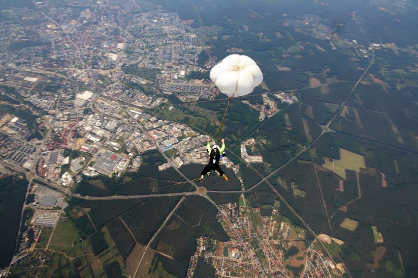 Skok ze spadochronem - strefaskokow.pl