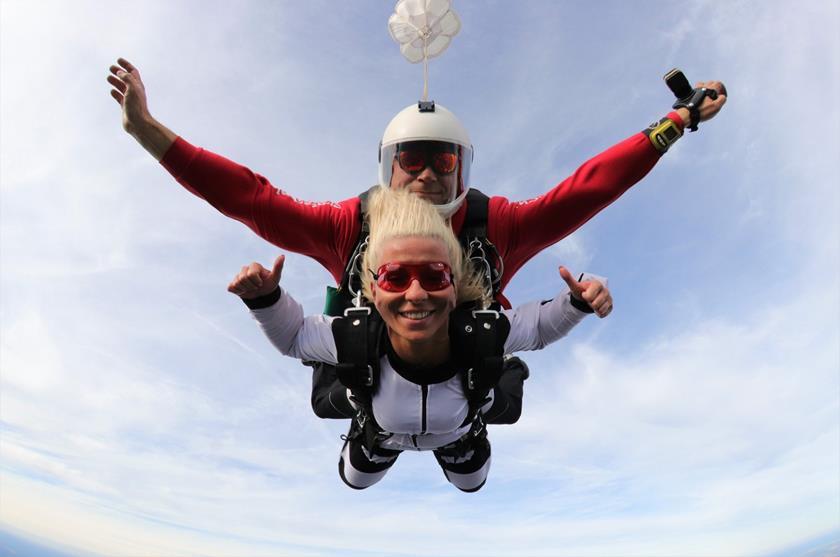 Skok z spadochronem - gdzie można skakać