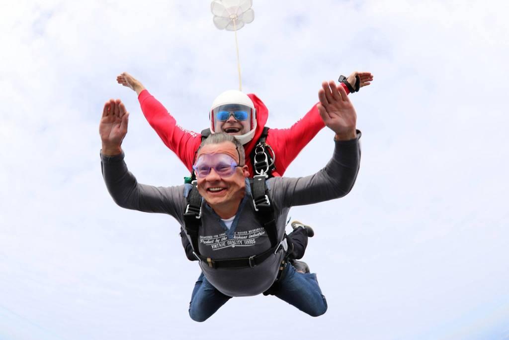 Skok z spadochronem