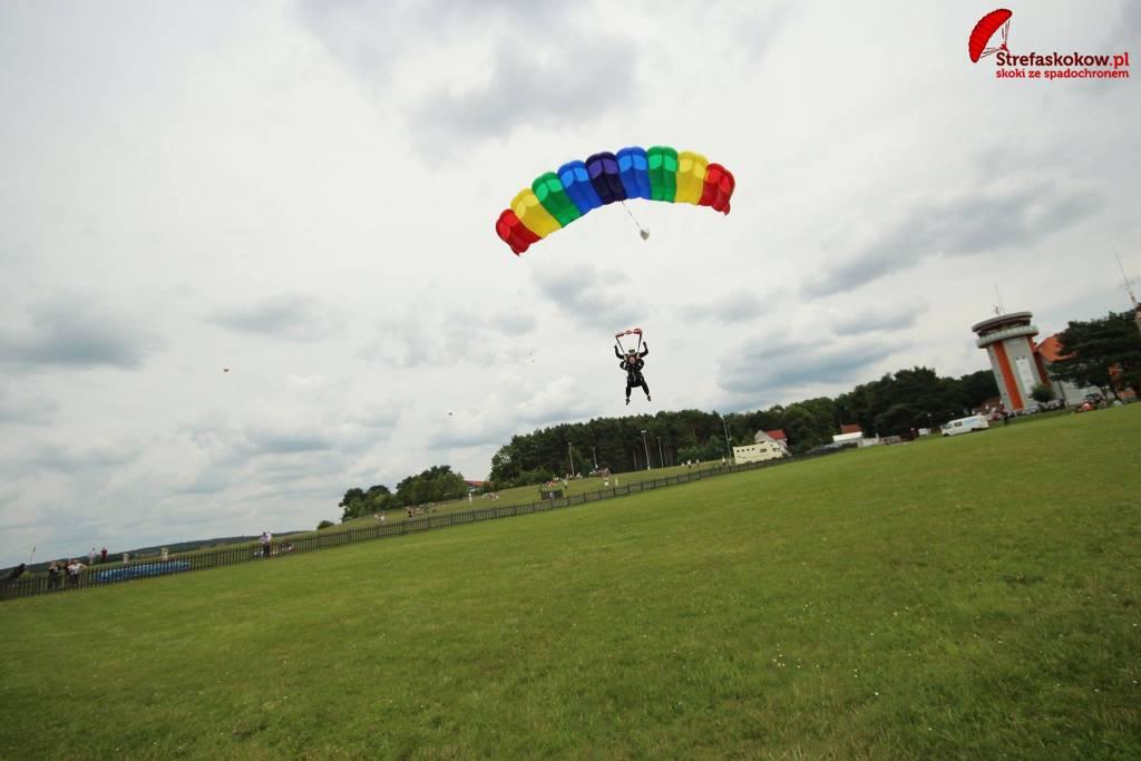 Lądowanie z spadochronem