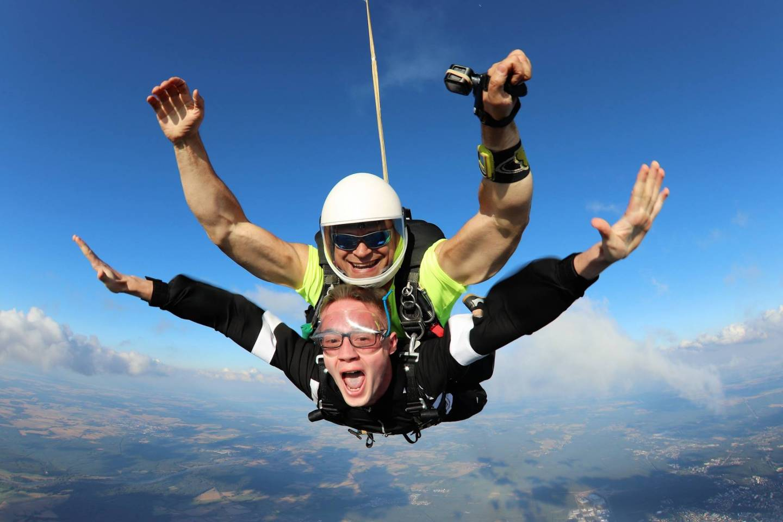 Prezent - skok spadochronowy