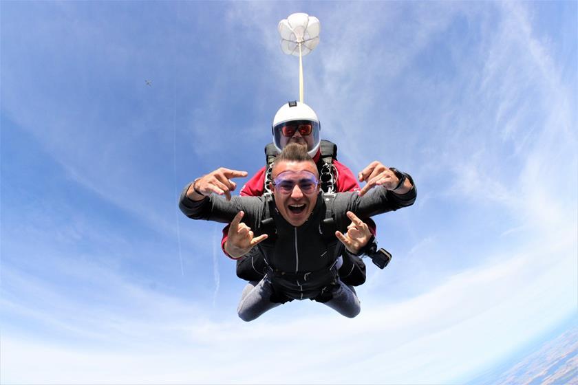 Skok spadochronowy w różnym wieku