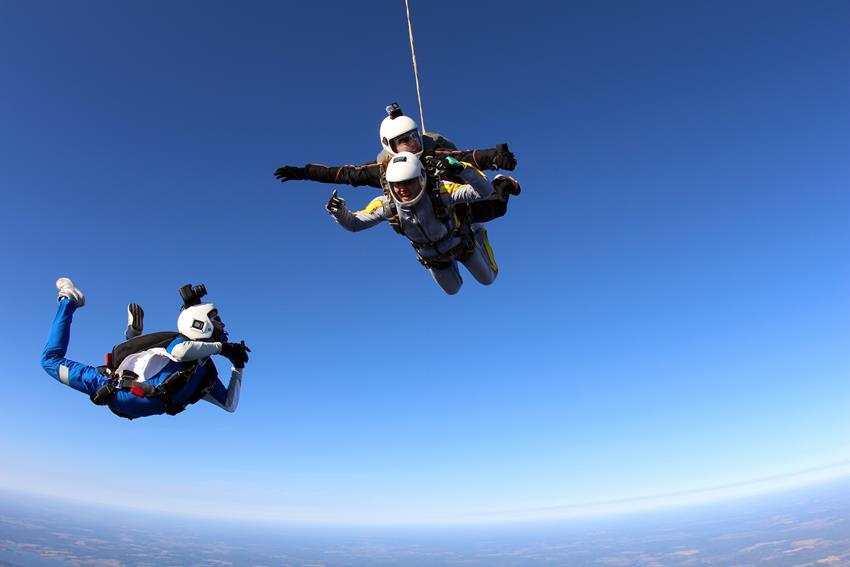 Skoki spadochronowe na prezent