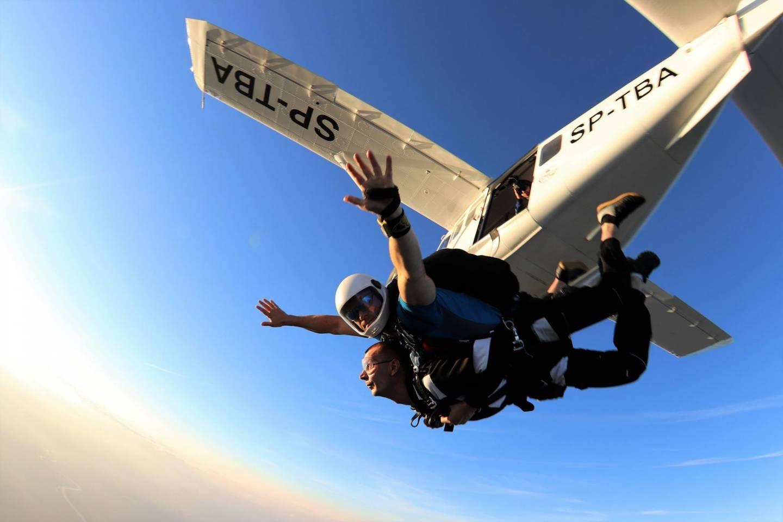 Bezpeczny skok na spadochronie